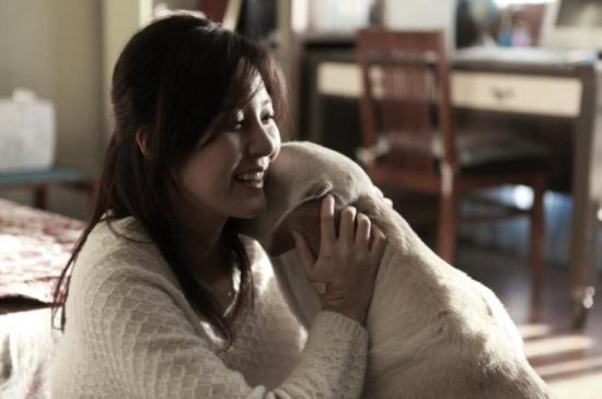 Min Soo-ah (민수아, Kim Ha-neul 김하늘) and her faithful guide dog