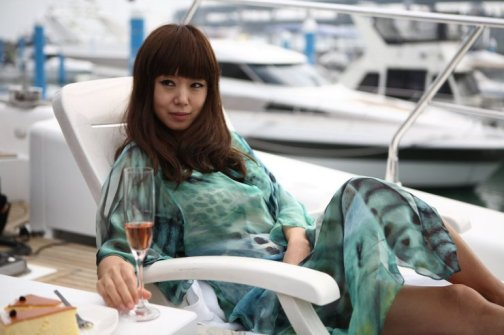 Ha-cheon is a sultry, charismatic con-woman who easily manipulates men