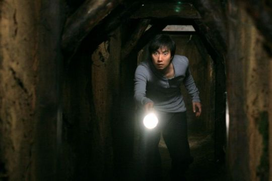 Hae-gook must traverse a literal tunnel of deceit