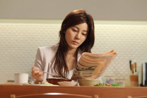 Eun-i is a successful and indepdendent 30-something woman