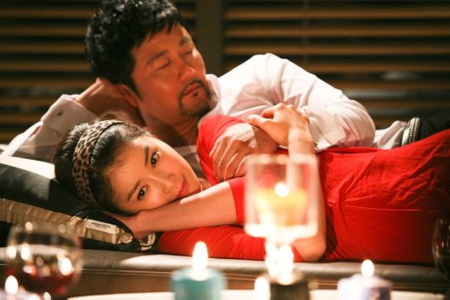 Gangster Byung-chan falls for Na-ri despite her love of money