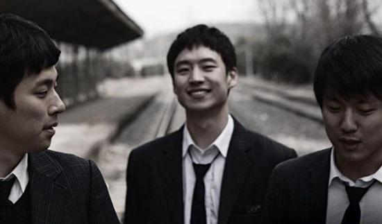 Hee-joon, Gi-tae, and Dong-yoon hang out at the abandoned rail track