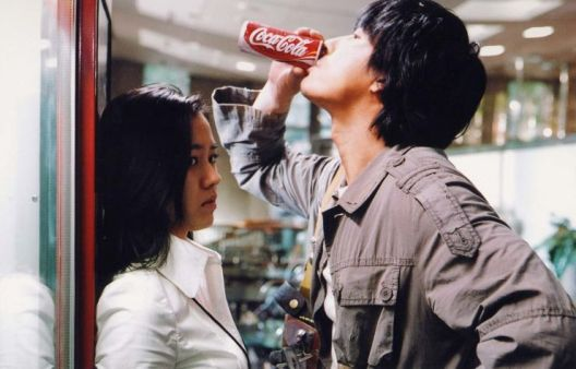 An innocent mistake over a drink brings Soo-jin and Cheol-soo together