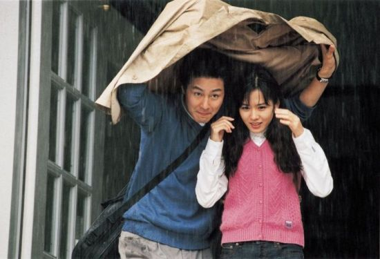 Ji-hye and Sang-min share a romantic moment in the rain