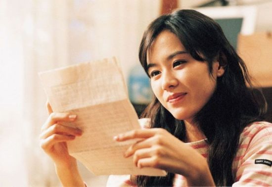 Ji-hye begins reading her mother's old love letters