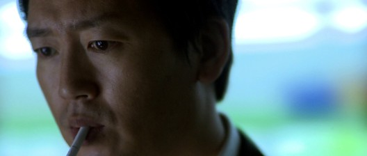 The amesiac man (Kim Jeong-tae (김정태) attempts to (re-)discover his identity