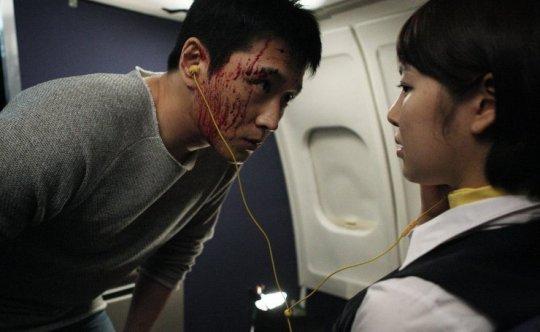 The serial killer escapes on the plane, exacting revenge