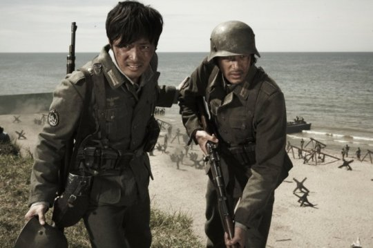 On the beaches of Normandy, Joon-sik and Tatsup do all they can to survive