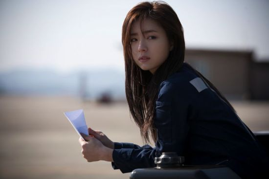 Feisty Yoo Se-yeong is the most talented mechanic on the base