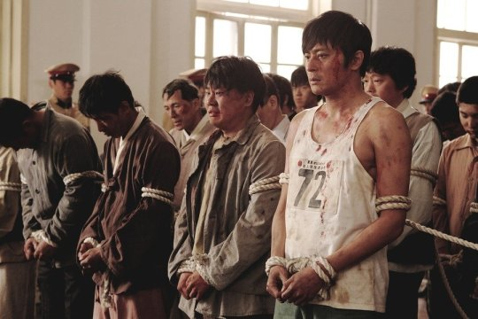 Following a riot after a corrupt marathon decision, Joon-sik and his friends are forced to become conscripts in the Japanese army
