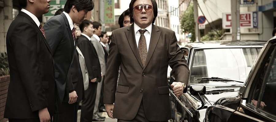 Ik-hyeon settles into his 'gangster' role with ease
