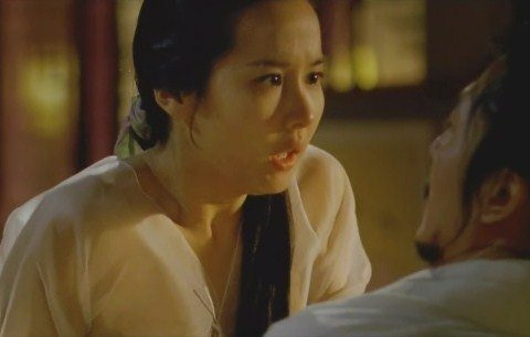 Choon-hyang falls for Bang-ja's charms, leading to erotically charged sequences