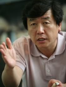 Kang Woo-suk (강우석)