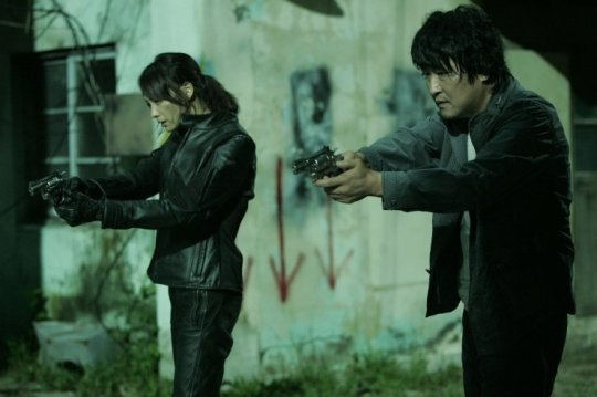 Eun-yeong and Sang-gil track down the perpetrator