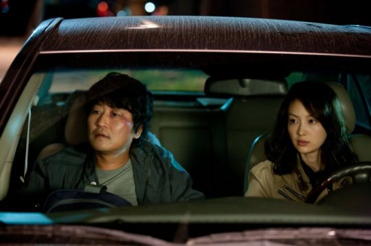 Sang-gil and rookie Eun-yeong reluctantly investigate together