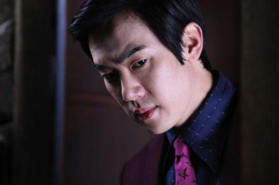 The villainous Ji-tae plots his rival's downfall