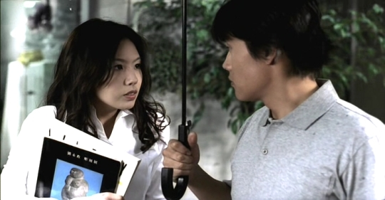 Tae-hee and In-woo meet during a rainstorm