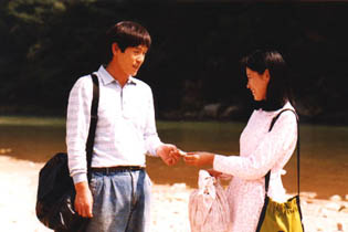 Yeong-ho and his first love Soon-im share a tender moment