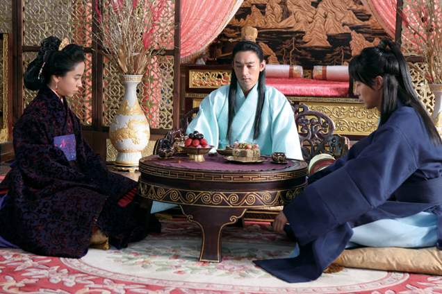 The King orders Hong-rim and the Queen to produce an heir