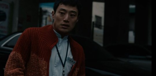 Hyeok-geun' begins to hallucinate due to his uncontrollable grief and insomnia