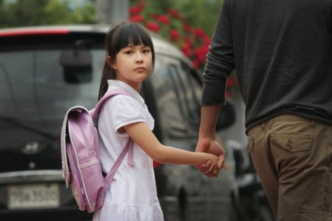 Yeon-joo is abducted by a stranger after school