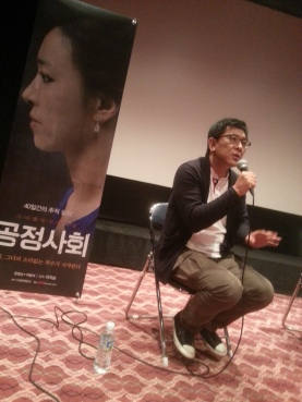 Director Lee Ji-seung fields questions at the Q&A