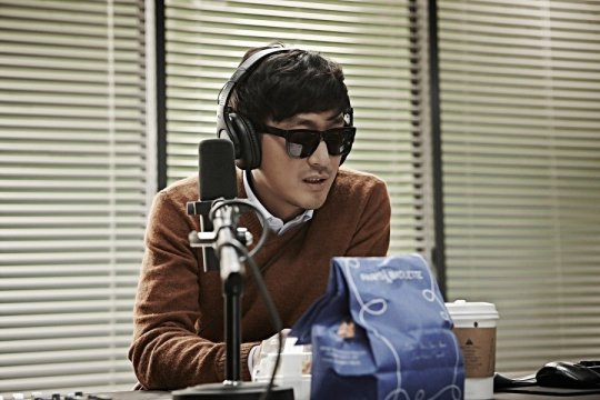 Yeong-hwa is apathetic in his role as a radio show host