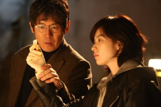 Chief Hwang and Yoon-jo must piece together clues before the Shadow disappears
