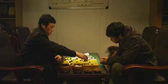Min-su and the mob boss form a relationship through the gentleman's game of baduk