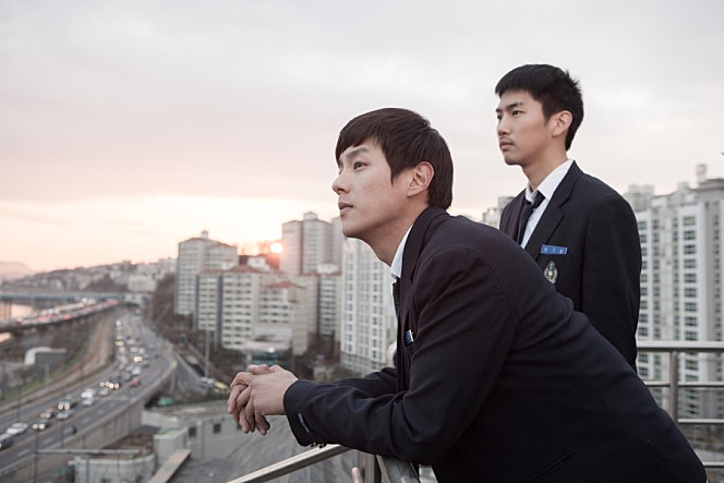 Yong-ju and Gi-woong contemplate their lives atop Night Flight
