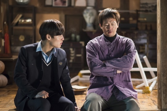 Kim Jeong-tae steals the show with his turn as agoraphobic shaman Seon-il