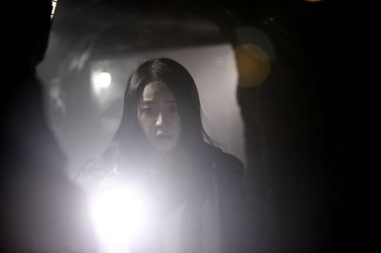 Shy girl Eun-joo steps into the darkness alone and discovers secrets long buried