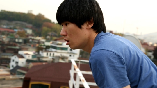 Lazy wannabe filmmaker Sang-seok meanders through life