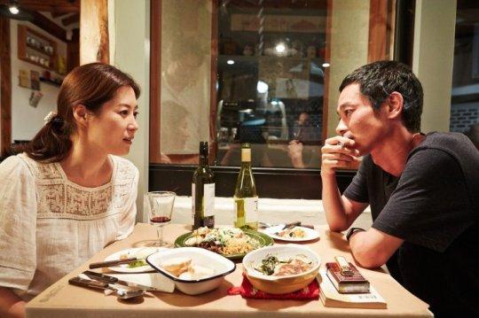 Mori befriends attractive barista Yeong-seon