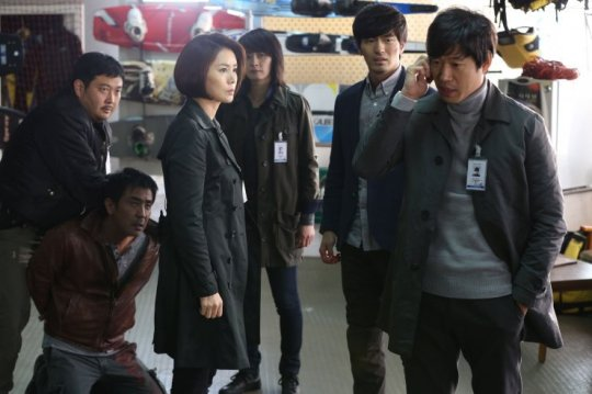 The situation gets complicated when Detective Jeong clashes with Chief Song