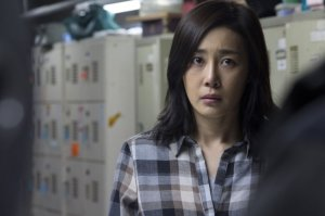 Moon Jeong-hee is forced to get on her knees and beg forgiveness