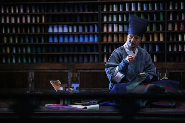 Dol-seok has crafted royal attire for 30 years and is finally on the verge of nobility