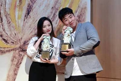 Best Actress Chun Woo-hee and Best Actor Ahn Jae-hong