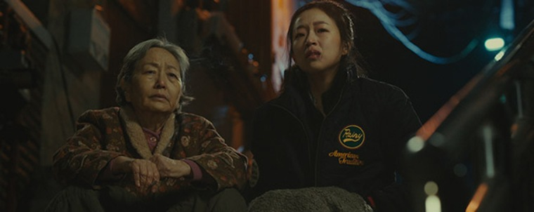 Elderly Jong-boon and Eun-soo form a unique bond through their experiences