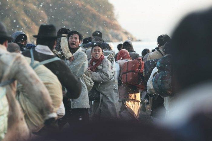 Deok-soo recalls the horrific experience his family endured during the Hungnam Evacuation
