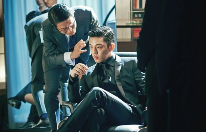 Jo Tae-oh, the young heir to a conglomerate, wields power and influence