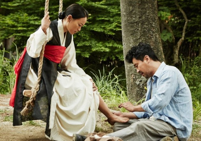 Woo-ryong develops feelings for widowed shaman Mi-sook
